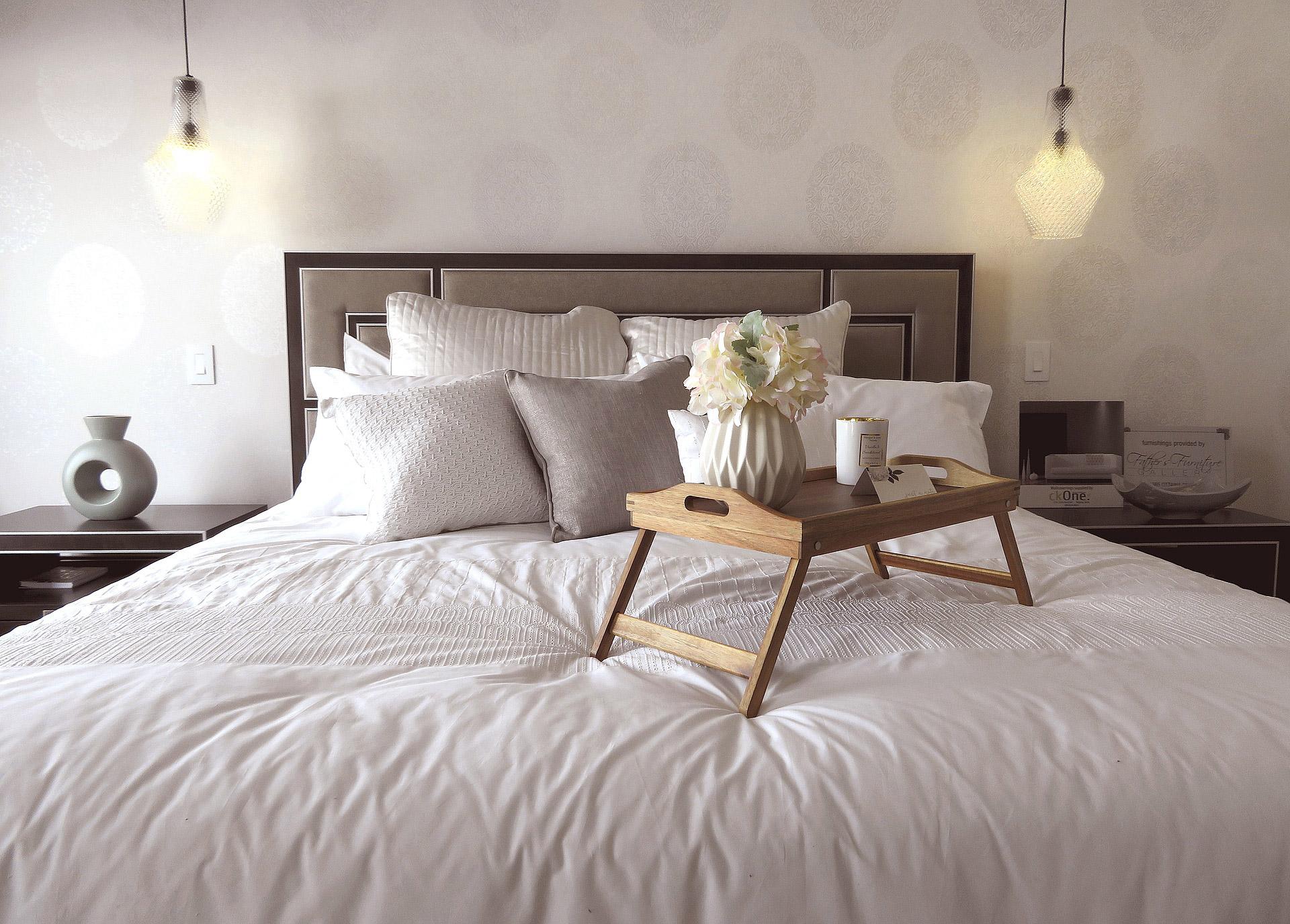 astuces à savoir pour égayer la décoration d'une chambre à coucher