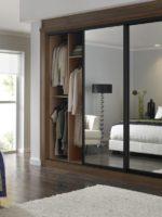Garde de robe d'une chambre à coucher